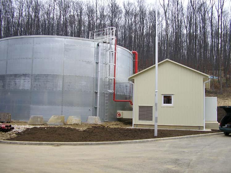 2000 m³-es Bladder oltóvíz tartály, 2 db 2500 GPM-es oltóvíz szivattyú